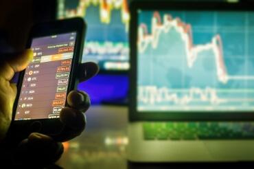 Бизнес ожидает, что курс доллара поднимется выше 74 рублей